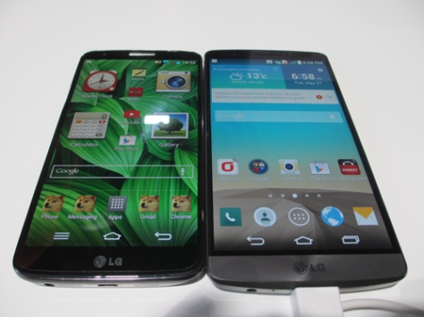 The LG G3 (right) preserves the wide viewing angles of the G2 (left)