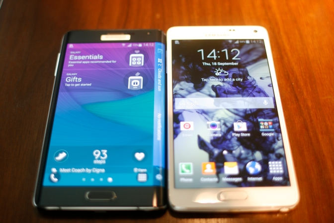 The Note Edge (left) and Note 4 (right)